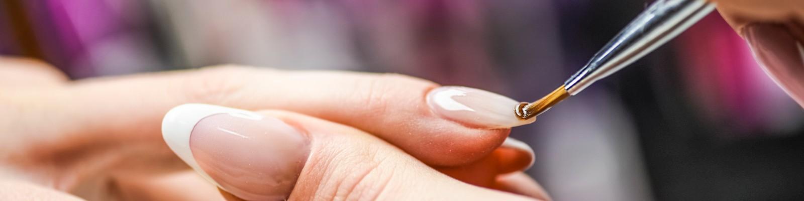Wszystko, czego potrzebujesz by wykonać manicure żelowy