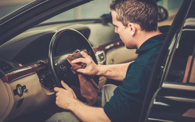 sprzątanie auta
