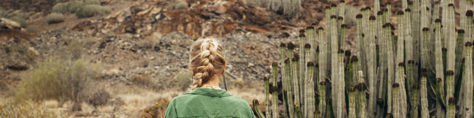 jak dbać o suche włosy
