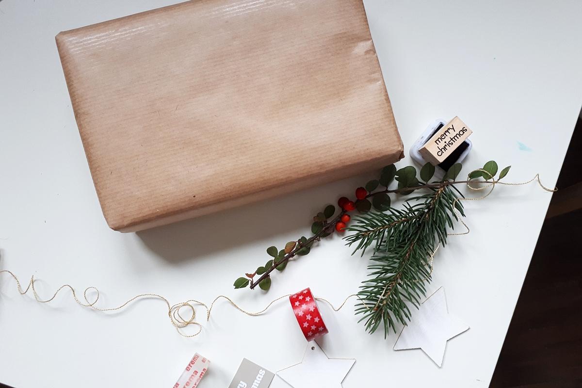 ako zabaliť darček pomocou washi pásky 8