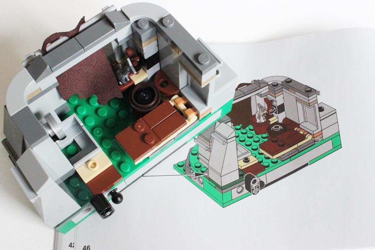 prvý prvok základne chaty s inštrukciou