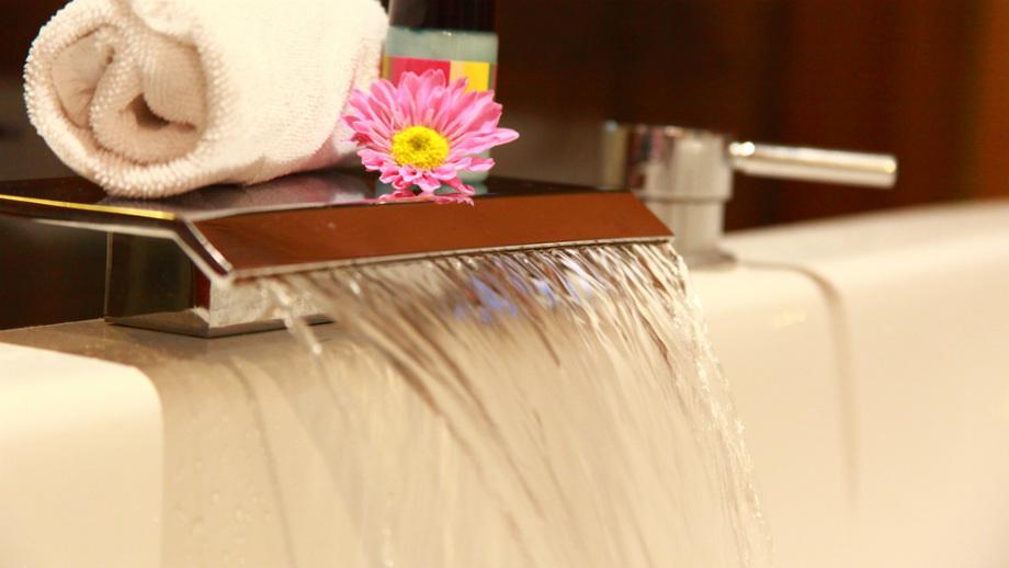 moderné vodopádové faucety